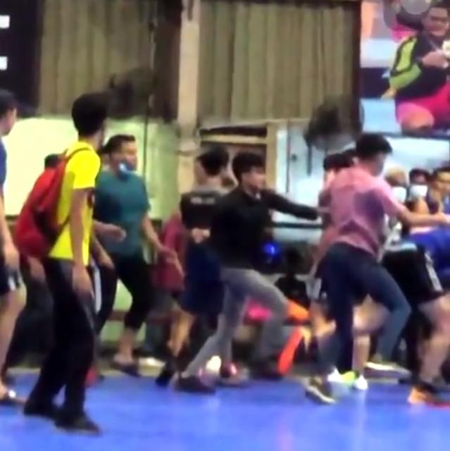 12 Geng YouTuber Bergaduh Di Gelanggang Futsal Ditahan Polis