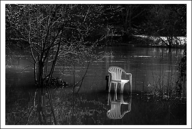 L1010473aR_Leica_SL2-S_Sigma 50mm F1,4 DG HSM Art_012021_Löhnberg_Lahnufer_Stuhl_SW