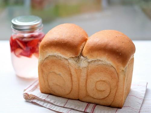苺酵母の生クリーム食パン 20210306-DSCT4512 (3)