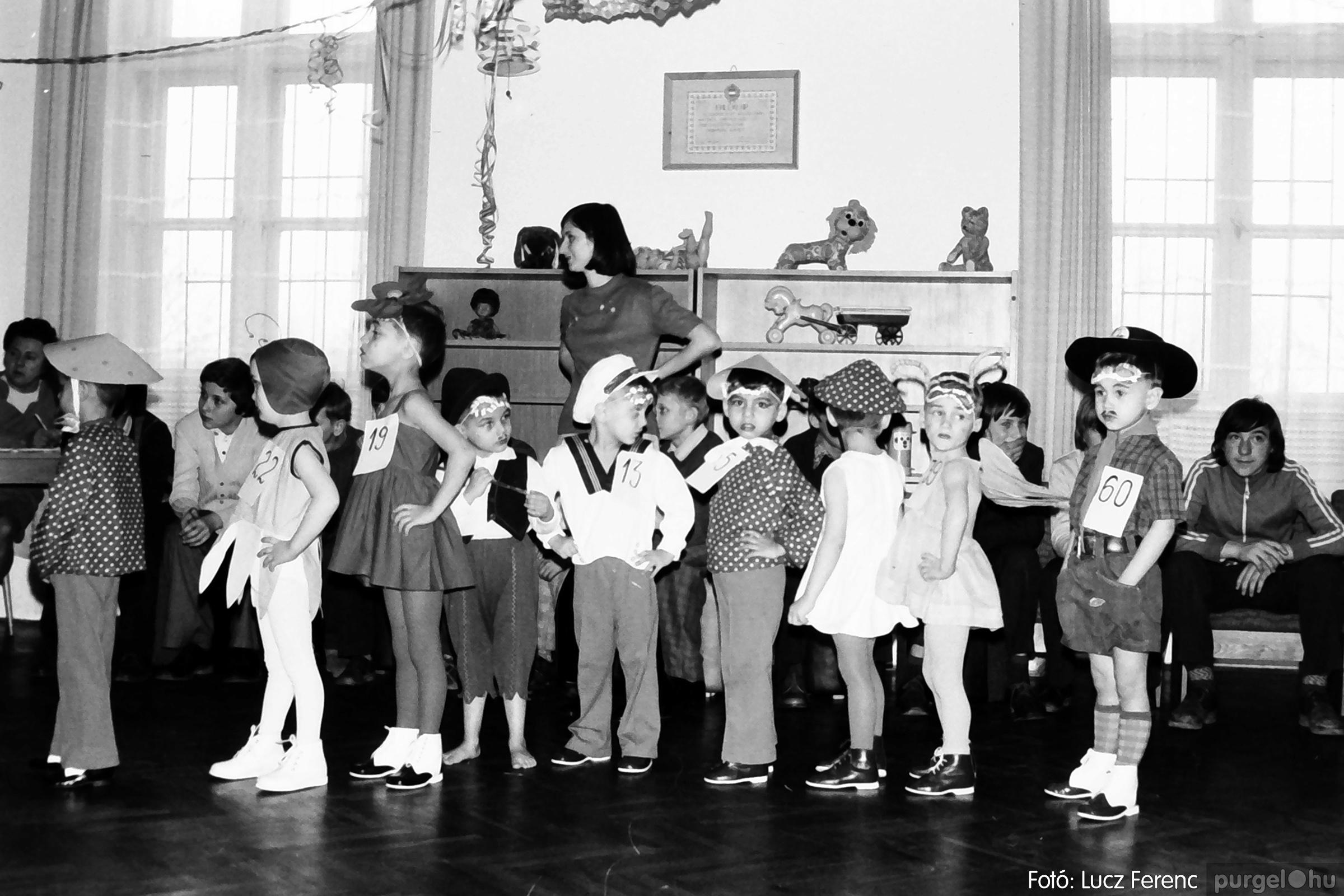 074. 1977. Farsang a gyermekotthonban 004. - Fotó: Lucz Ferenc.jpg