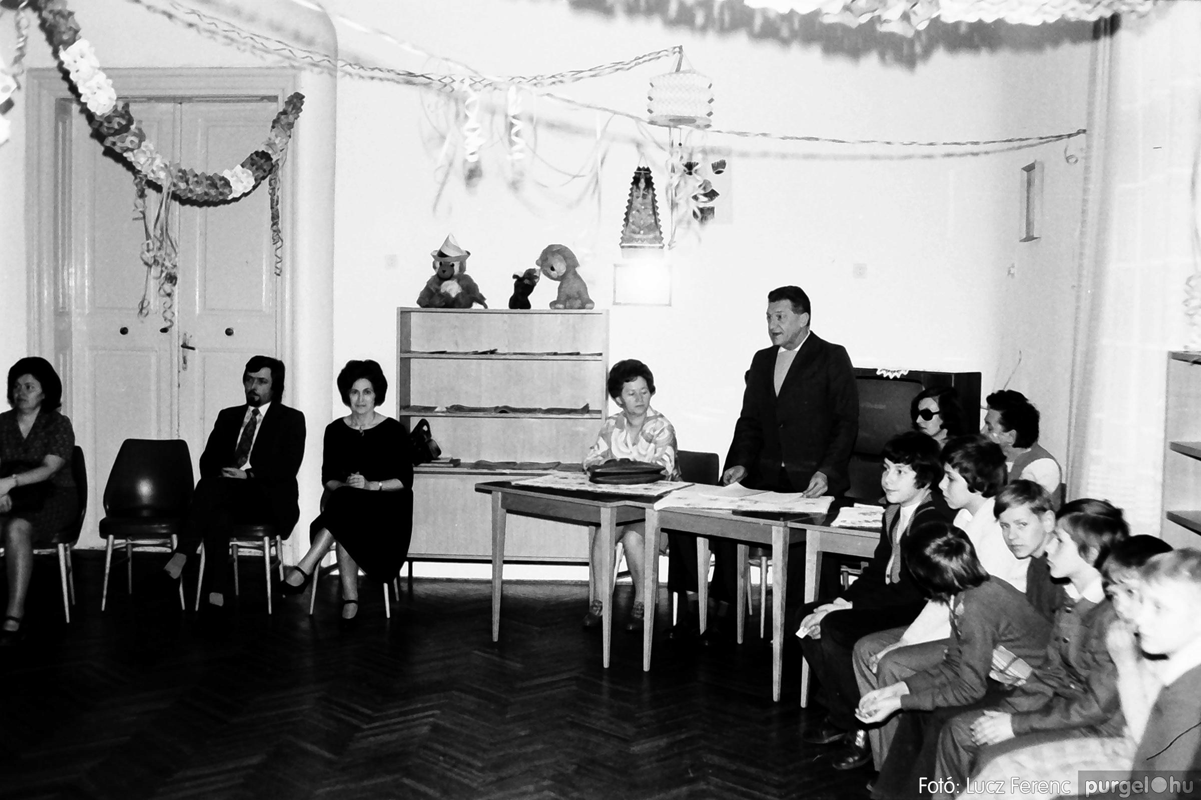 074. 1977. Farsang a gyermekotthonban 001. - Fotó: Lucz Ferenc.jpg