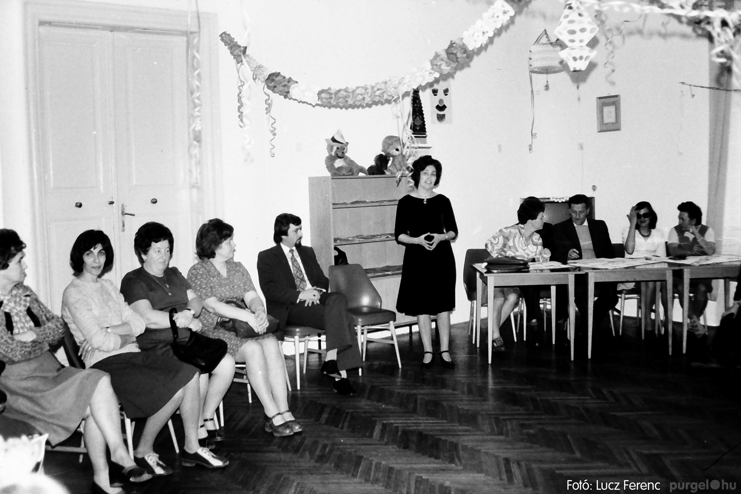 074. 1977. Farsang a gyermekotthonban 002. - Fotó: Lucz Ferenc.jpg