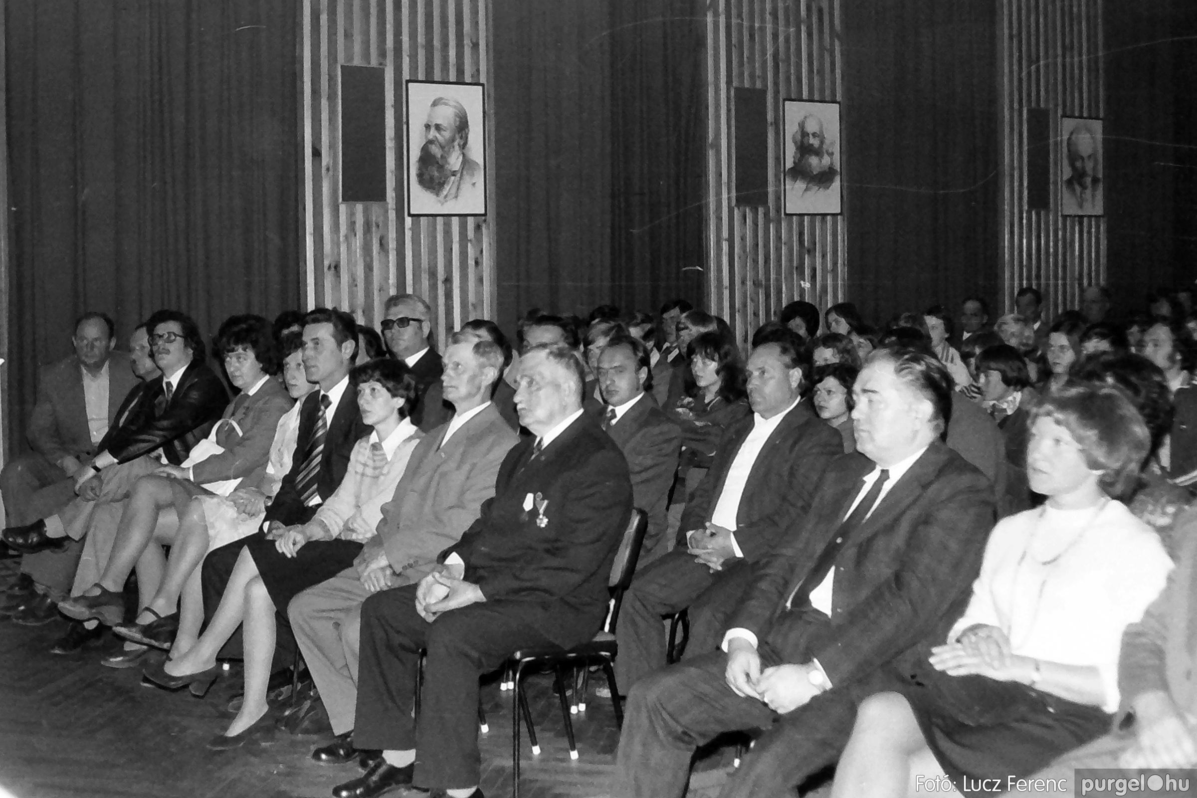 078. 1977.04.04. Április 4-i ünnepség 021. - Fotó: Lucz Ferenc.jpg