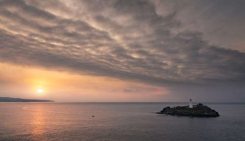 godrevy gwithian cornwall coast cornishcoast britishcoast lighthouse kernow kernowfornia westcountry westcountryclickers sea seascape island greatbritain britain england atlantic ocean cloud clouds sunset water boat