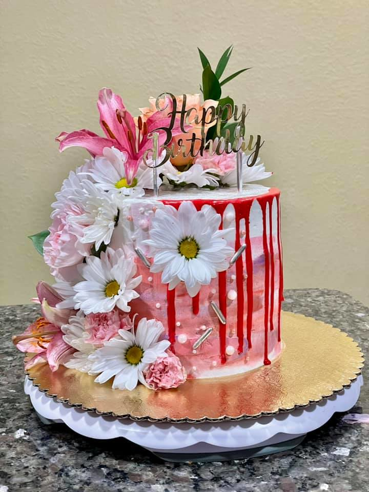 Cake by Oneida's Cakes & Sweets