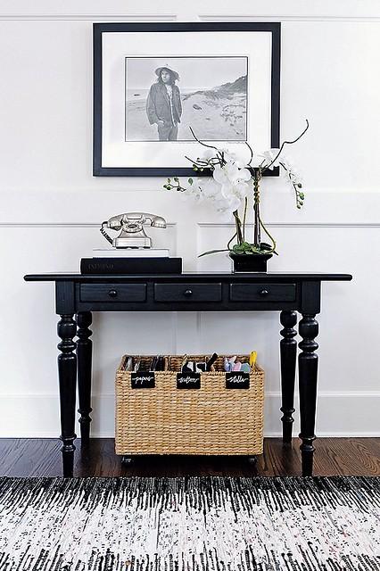 Black & White Entry Table