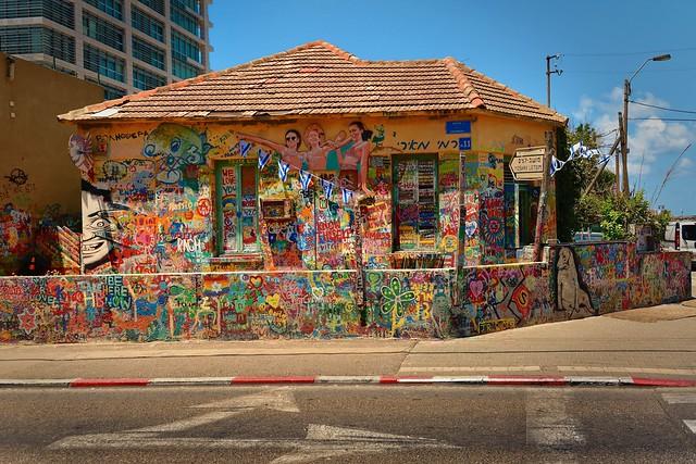Tel Aviv /  11 Ayarkon street / Street Art - 1/2