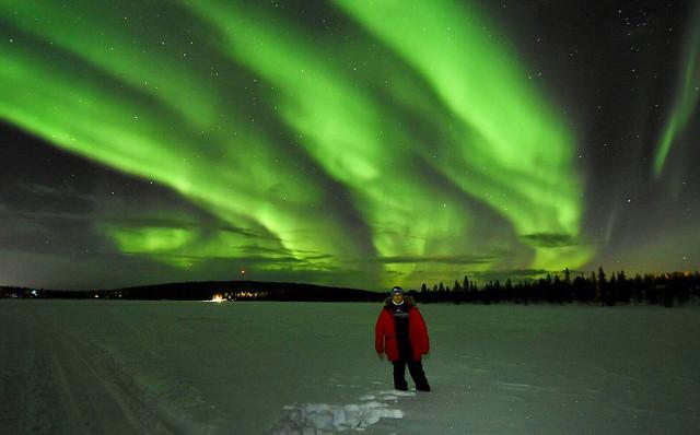Sele en una noche de auroras boreales en Laponia Sueca