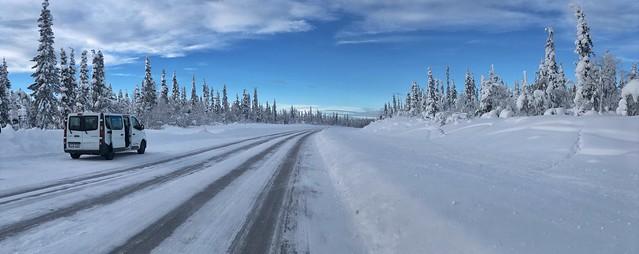 La furgoneta con la que viajamos en invierno a Laponia Sueca