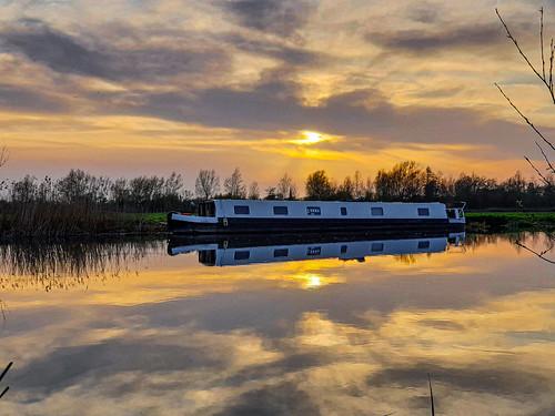 england unitedkingdom abingdon sunset reflection evening spring thamesriver goldenhour englishcountryside canalboat explore