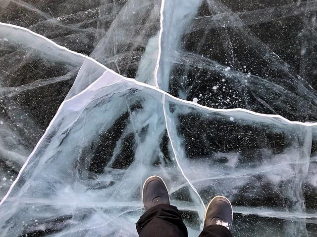 Caminando en un lago helado cerca de Abisko (Norte de Suecia)