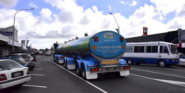 2011 Domett D1001 tanker trailer