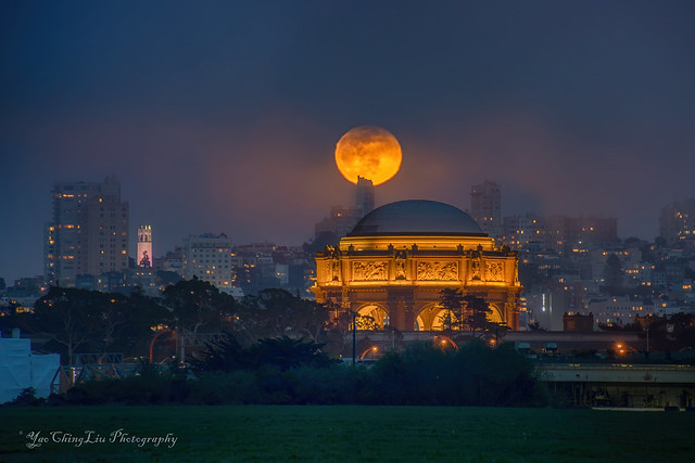 Moonrise over the San Francisco City