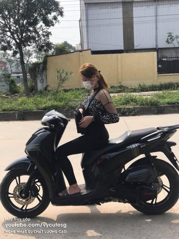 Gái xinh chạy Honda SH đẹp