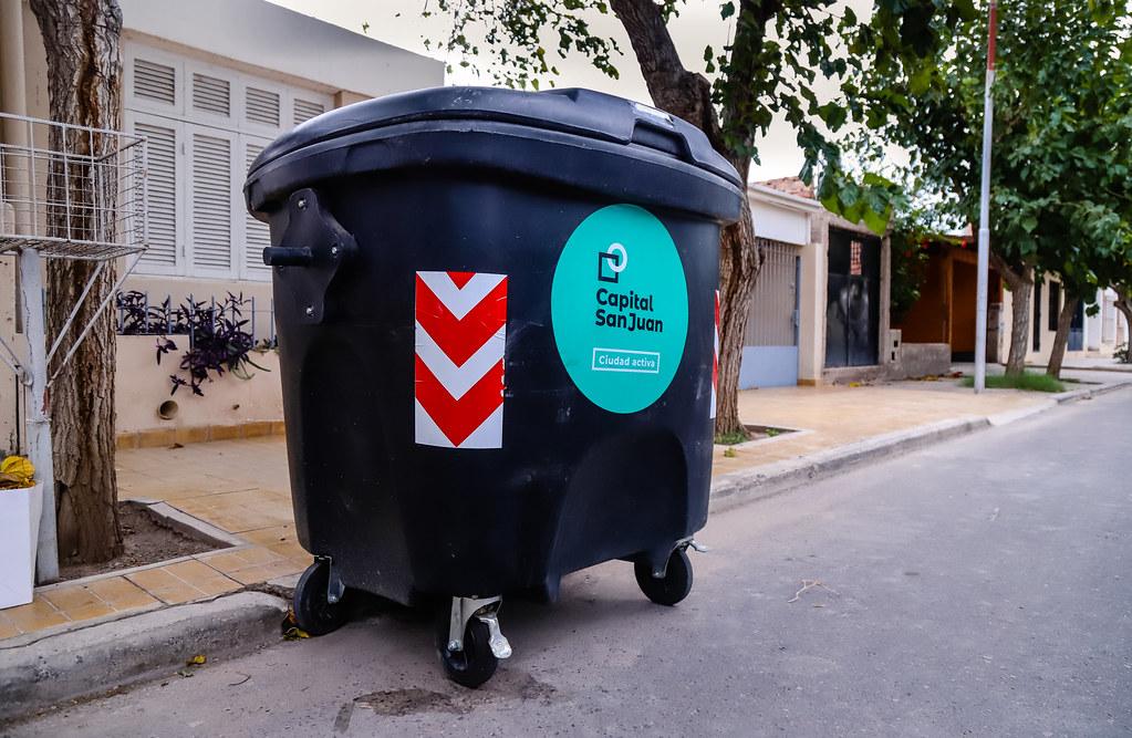2021-03-08 Nuevos contenedores en barrio Facultad