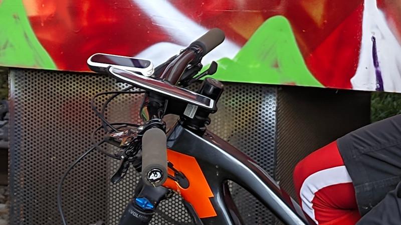 Soporte magnetico para móvil Shapeheart en mi bicicleta de monte