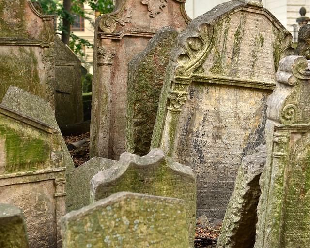 Montañas de lápidas del cementerio judío