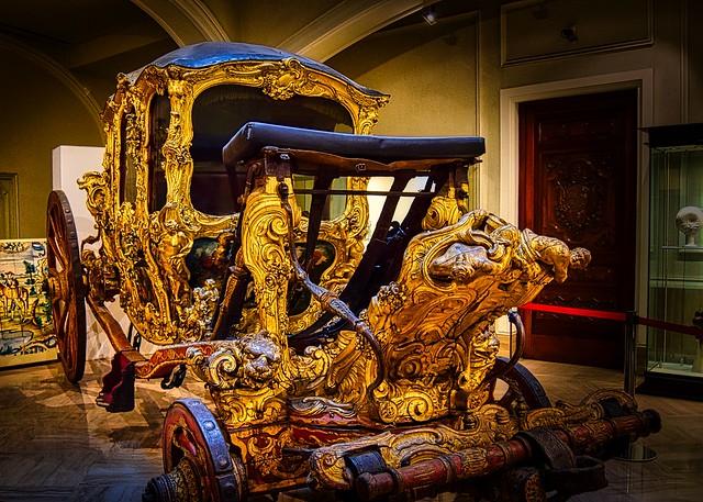 08/03.- ...el coche del Sr. Marqués...