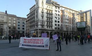Cabeza de la manifestación en la Plaza España