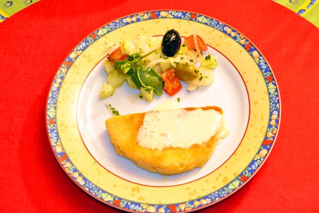 Sellerieschnitzel paniert und gebraten mit Salat ... Brigitte Stolle