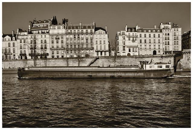 Ça Roule°01   Paris, Île Saint-Louis.