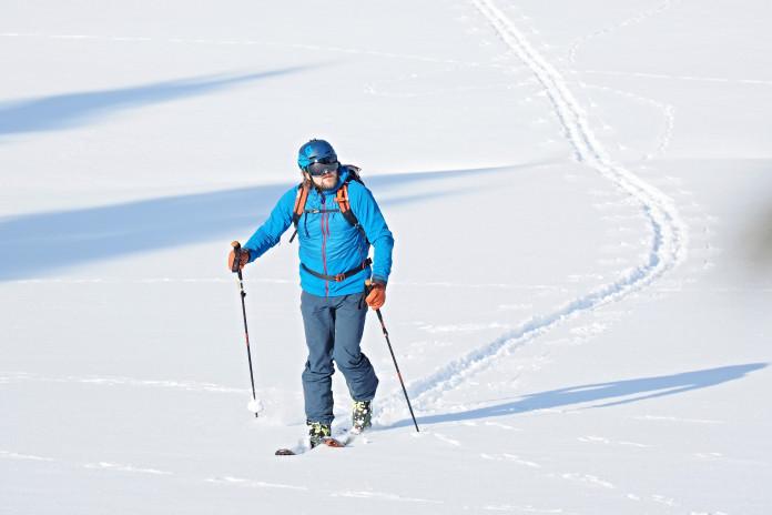 Sněžný leopard Pepek Milfait a jeho lyžařské vybavení