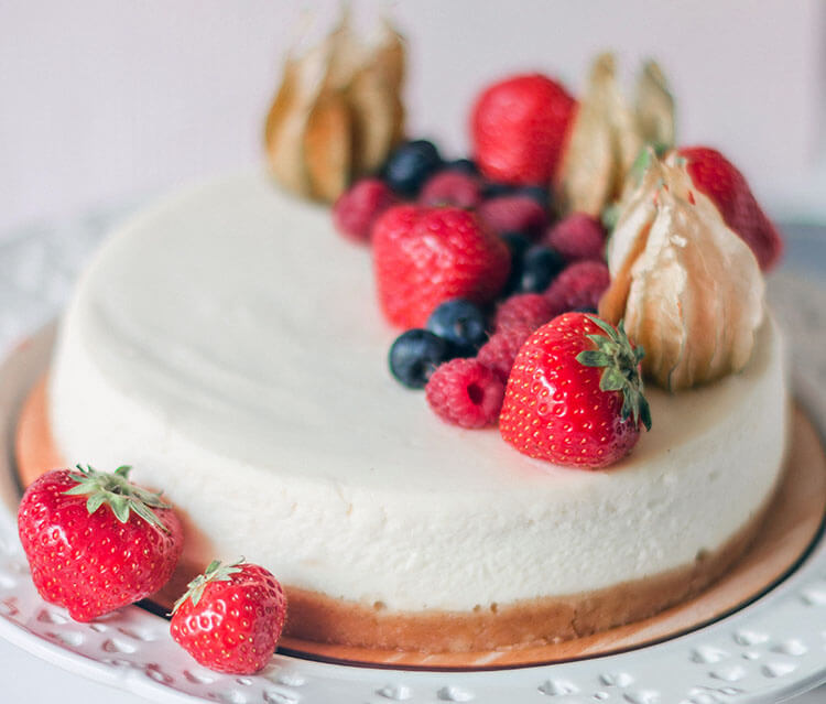 Easy Homemade Strawberry Cake Recipe