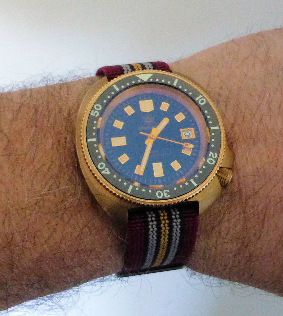 SD1970 para strap wrist
