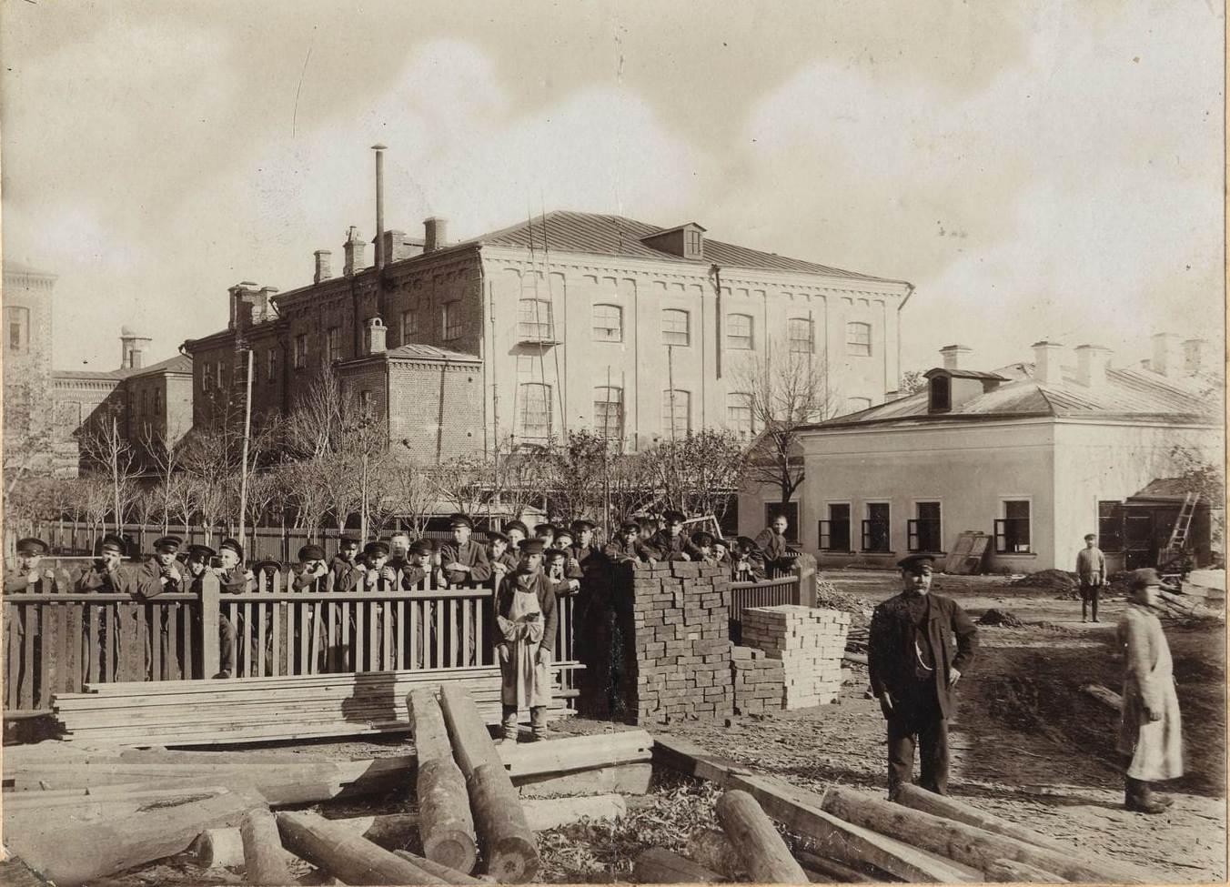 14. Двор Алексеевского реального училища