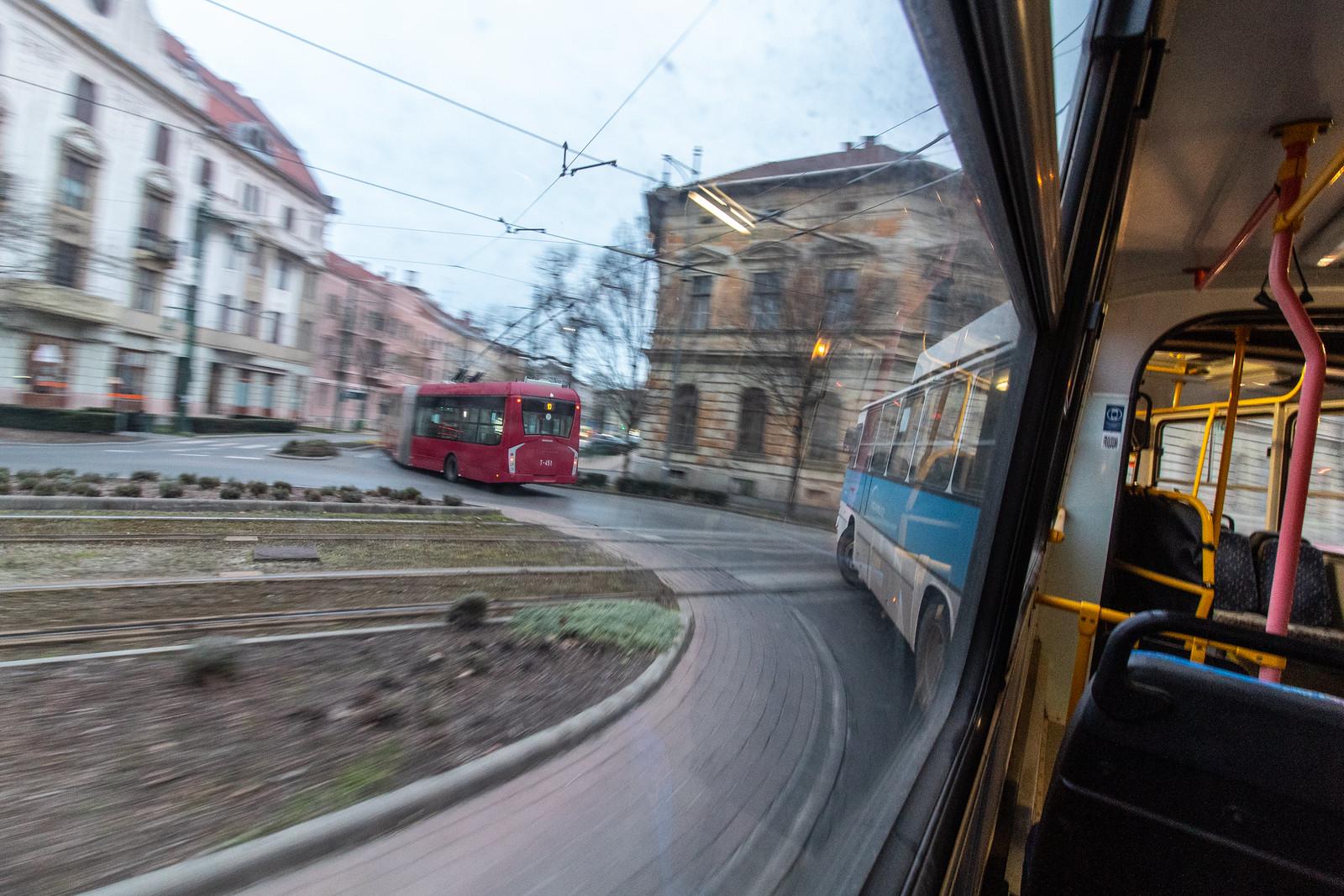13,5 millióból hangolnak 18 lámpát, hogy gyorsítstömegközlekedés menetrendszerűségét