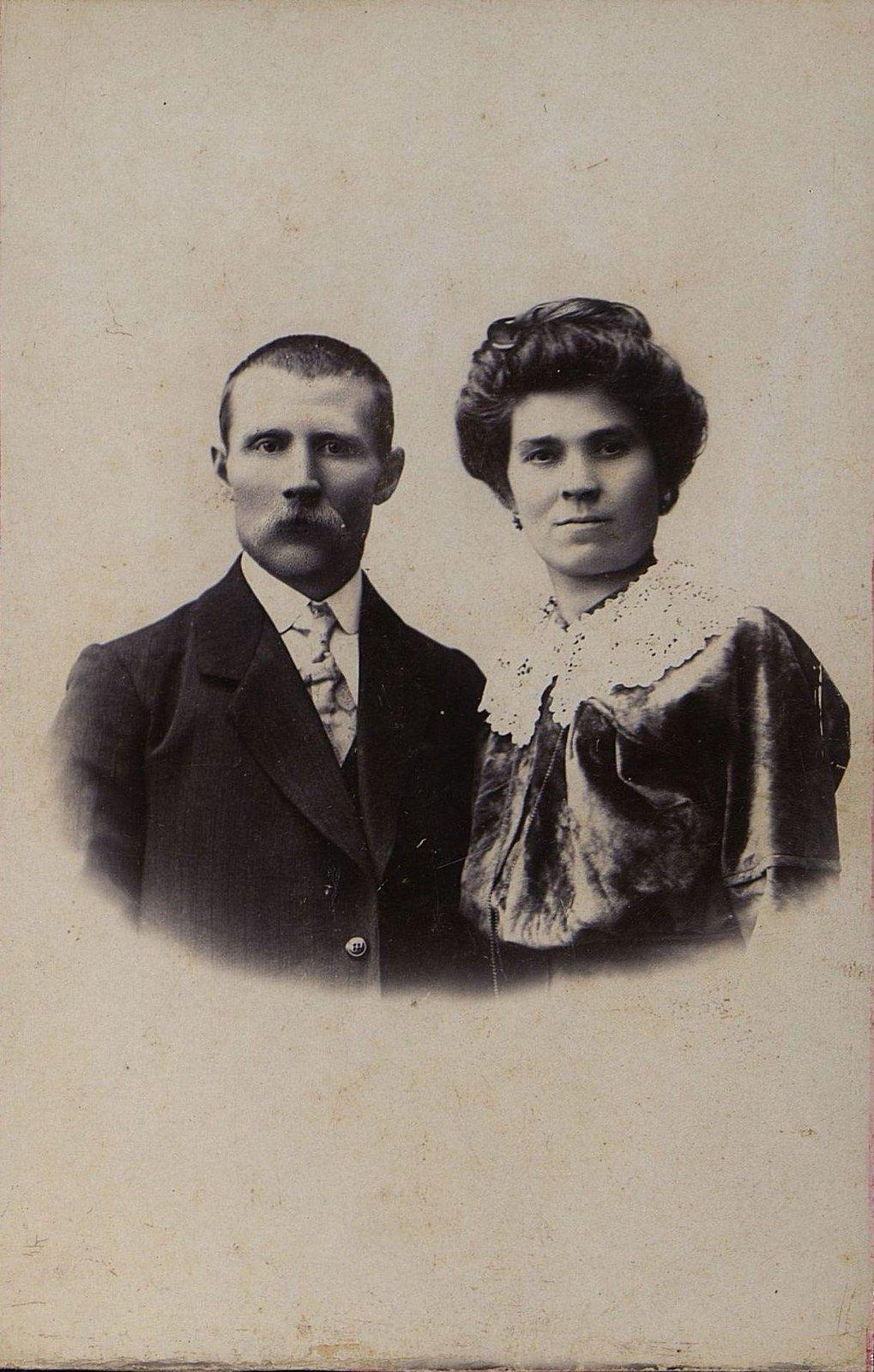 Синтюрин Николай Иванович, машинист станции Рузаевка, участник революционных событий 1905-1907 годов, с женой.
