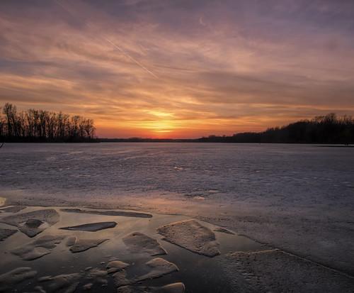 2021 march kevinpovenz westmichigan michigan ottawa ottawacounty ottawacountyparks outdoors outside thebendarea sunset sun evening dusk ice clouds canon7dmarkii sigma1020 sigma canon