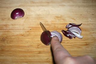 04 - Cut onion in wedges / Zwiebeln in Spalten schneiden