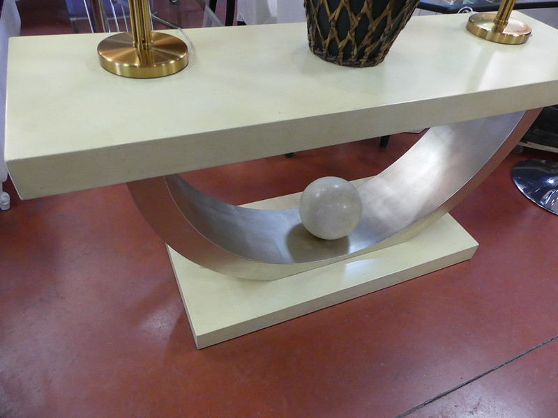 console st. art-déco
