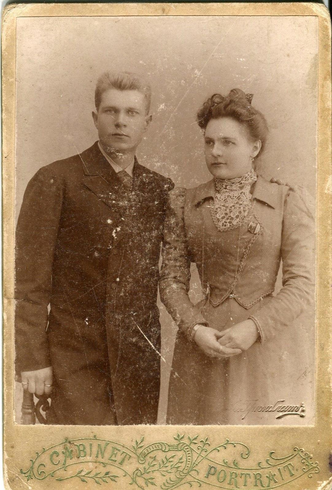 Машинист железнодорожного депо станции Рузаевка с женой