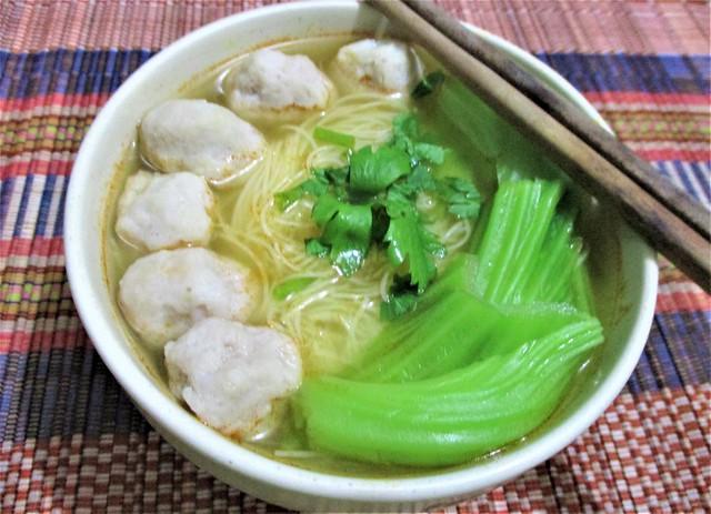 Fish balls bihun soup