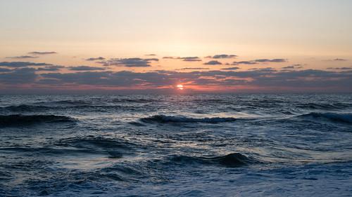 newcombhollow capecod capecodnationalseashore massachusetts ma seascape ocean atlantic waves cloud cloudy sunrise march early dawn