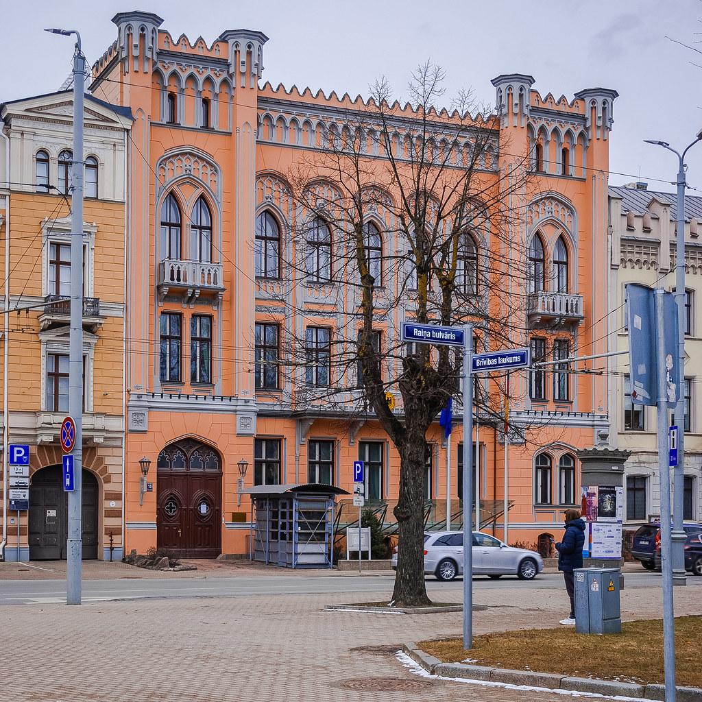 Lovely architecture. 14:31:26 DSC_0809
