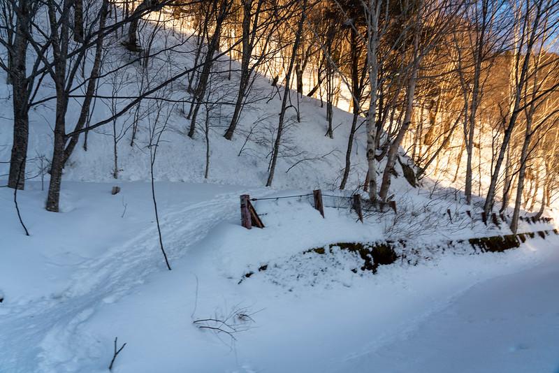 中の湯温泉登山口
