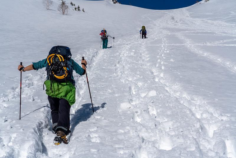 南峰への急斜面