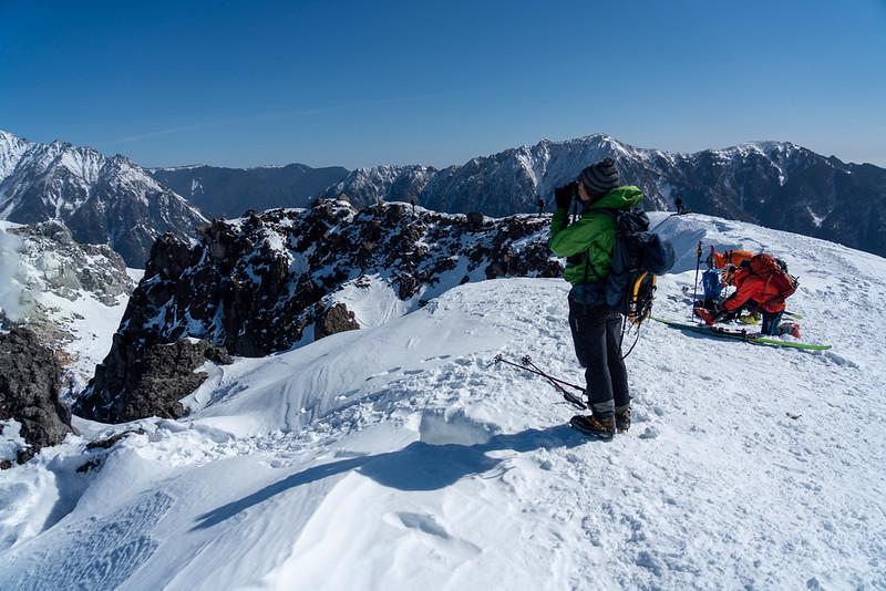 焼岳南峰、雪山の山頂