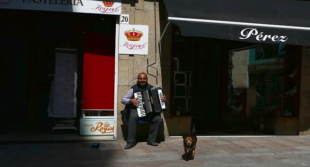 O Carballiño (Ourense, Galiza, Sp) – Hasta el perrito sonríe