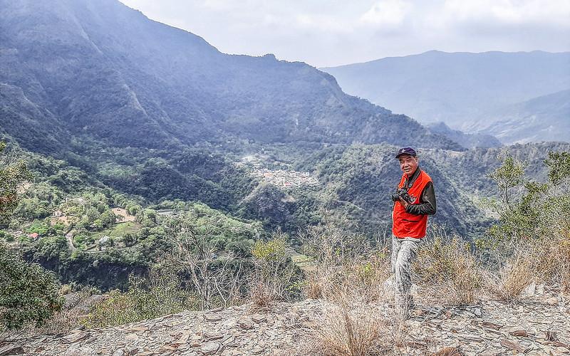 東多納山山頂(背景為多納部落)
