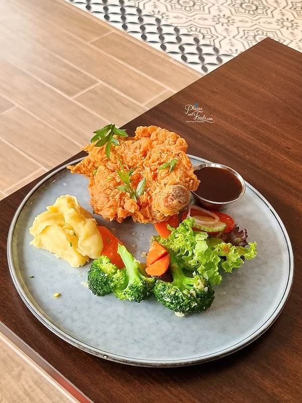 delicieux cafe cripsy chicken chop