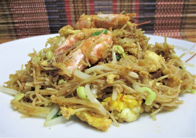 Fried brown rice & buckwheat noodles