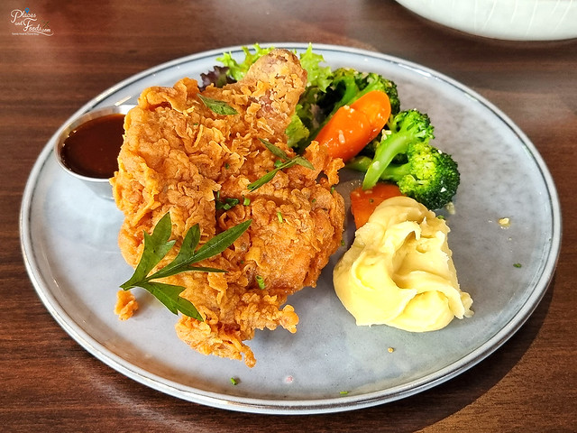 delicieux cafe chicken chop