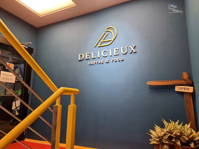 delicieux cafe coffee and food