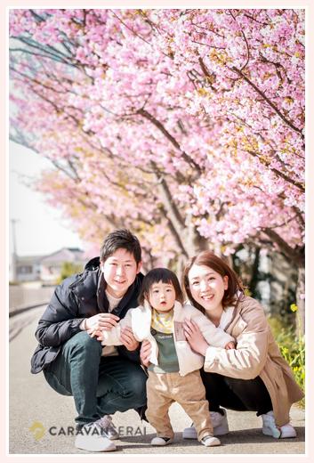 家族写真 河津桜を背景に
