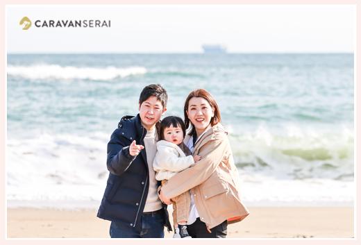 伊良湖岬で家族写真 海を背景に