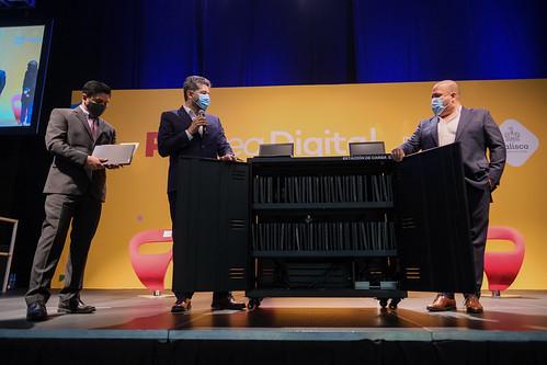 11 Mar 2021 . El Gobernador del Estado, Enrique Alfaro, encabeza la entrega de Aulas de Innovación Educativa - Aulas Google.